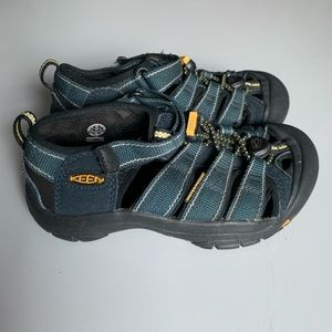 Keen shoes Kids size 13